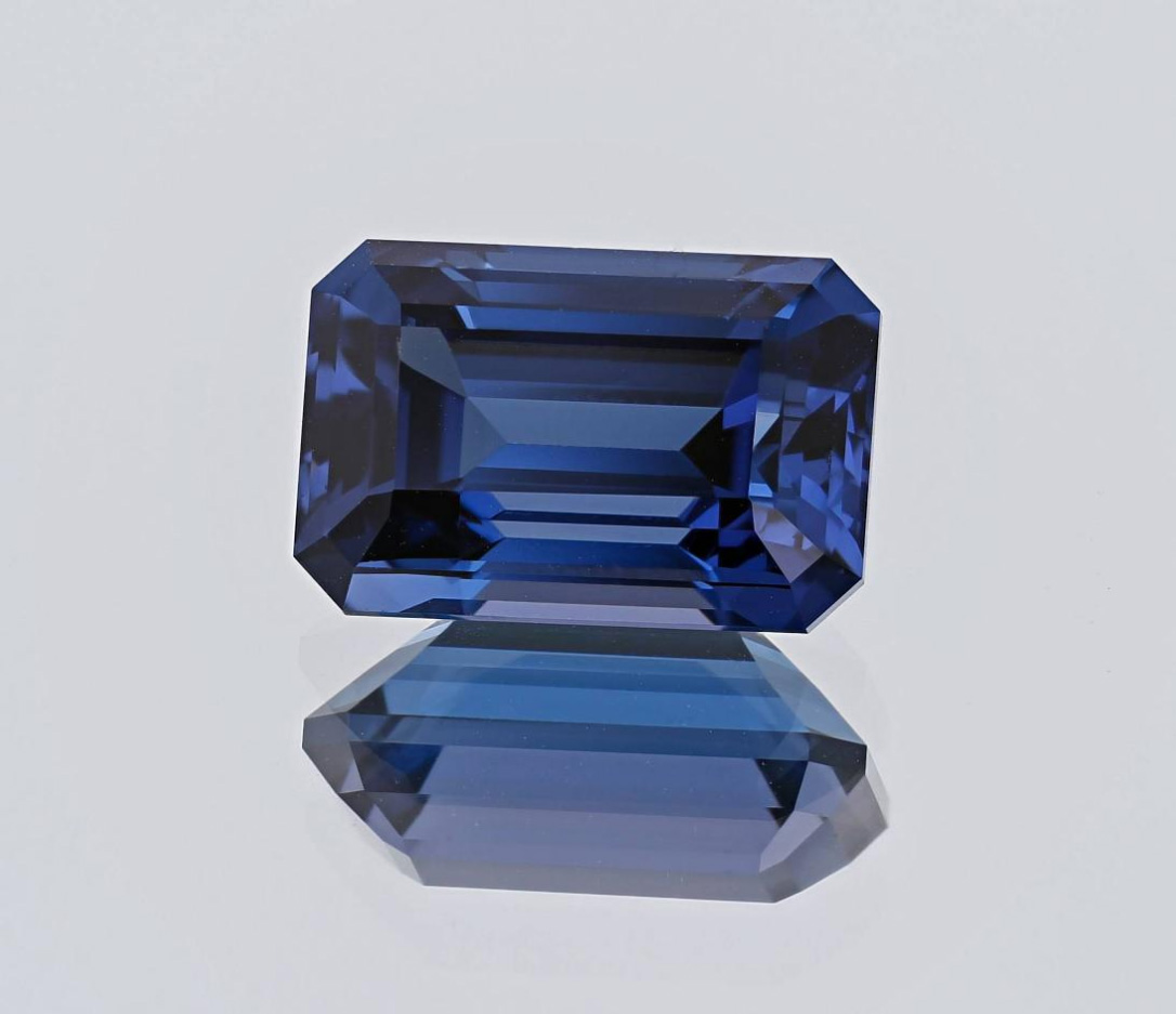 birthstone-december-tanzanite-faceted