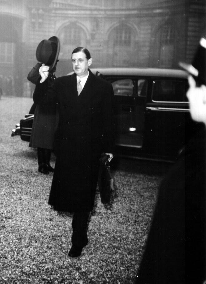 22.11.1945, le général de Gaulle rue Saint-Dominique.