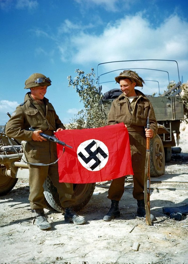 Deux soldats canadiens en 1944