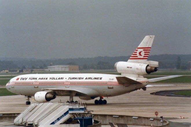 dc-10 turkish airlines photo