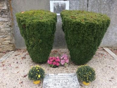 Tombe de soldats allemands (dont on ne connaît ni le nombre ni les noms)
