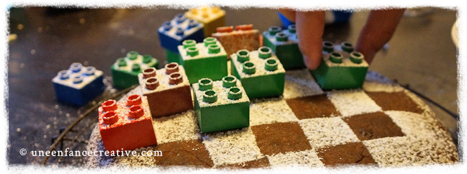 Gâteau d'anniversaire personnalisé avec des legos