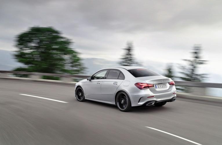 Mercedes Classe A berline 2018 arrière dynamique échappement feux