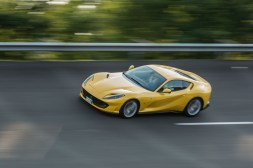 Ferrari 812 Superfast Mortefontaine circuit dynamique jaune