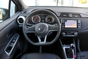 Nissan Micra N-Sport détail volant écran nissan connect