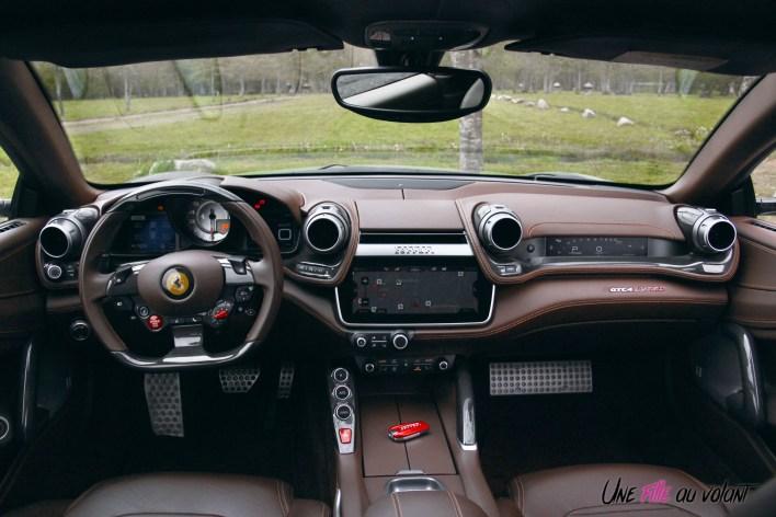 Ferrari GTC4 Lusso 2019 intérieur planche de bord volant écran cuir cioccolato