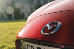 Essai Mazda MX-5 logo capot détail