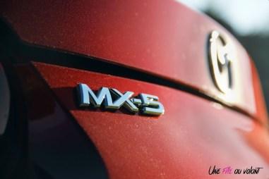 Essai Mazda MX-5 logo détail arrière