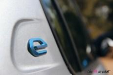 Essai Peugeot e-208 2019 logo custode détail