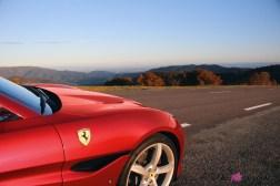 Road-Trip Ferrari Paris-Mulhouse portofino détail logo capot jantes