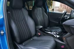 Comparatif Peugeot 208 0180 intérieur sièges