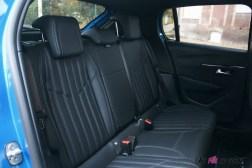 Comparatif Peugeot 208 0181 intérieur banquette arrière