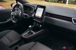 Comparatif Renault Clio 0184 intérieur volant écran