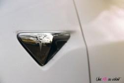Essai Tesla Model 3 Performance 2019 détail capteur logo