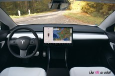 Essai Tesla Model 3 Performance 2019 intérieur écran volant