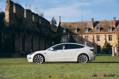 Essai Tesla Model 3 Performance 2019 profil berline jantes toit