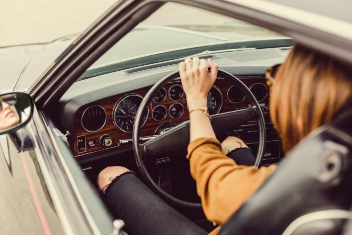 Photo femme au volant