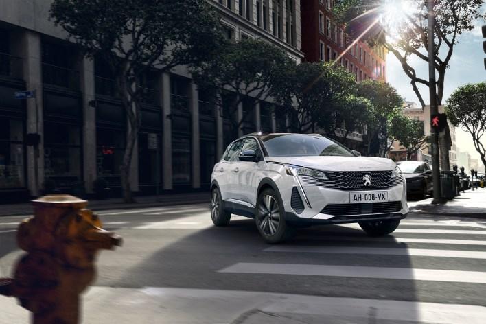 Photo Peugeot 3008 restylŽe 2020 blanc nacrŽ