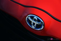 Photo logo capot Toyota Yaris hybride 2020