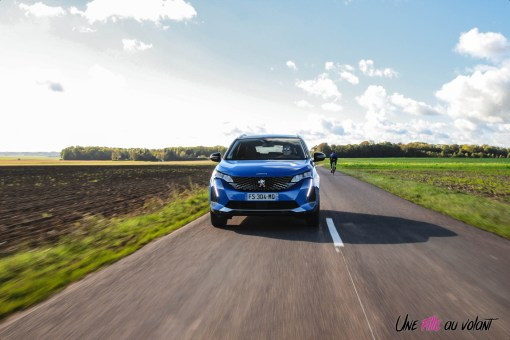 Photo Peugeot 3008 restylée hybride rechargeable bleu vertigo