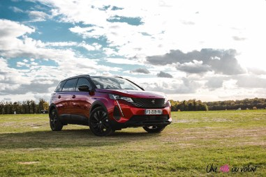 Photo Peugeot 5008 restylée rouge ultimate 2020