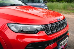 Photo calandre Jeep Compass 4xe hybride rechargeable