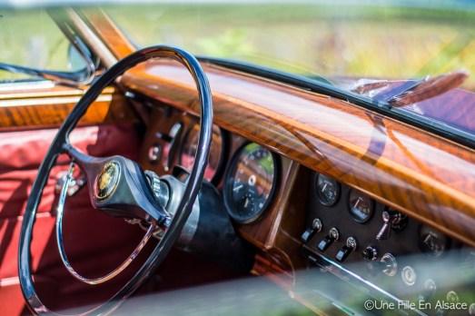 Intérieur d'une Jaguar pour AutoRetroVino