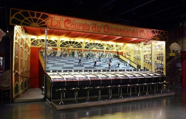 Musée-des-Arts-Forains-course-de-garçons-de-café-|-630x405-|-©-Les-Pavillons-de-Bercy