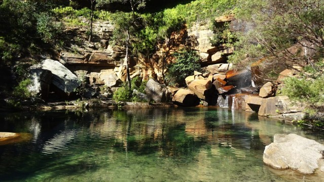 Photograph-lake-stones-Australia-Blackdown- Tablelands-park