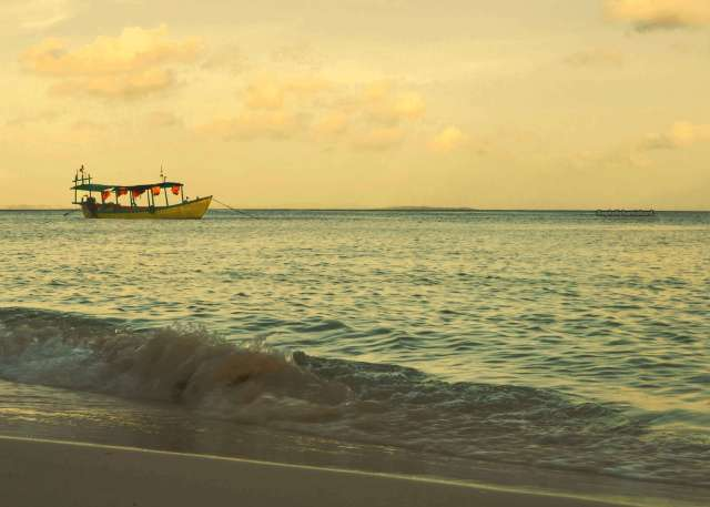 Landscape-photo-boat-sea-orange-Koh-Rong-Cambodia