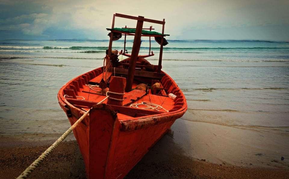 Photo_boat_shore_Samloem_Cambodia