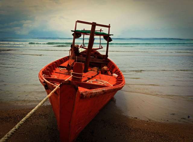 Photo_boat_shore_Samloem_Cambodia