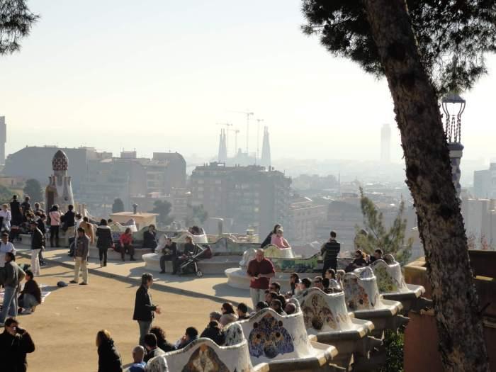 Zicht op de Sagrada Familia vanaf het Park Güell in Barcelona
