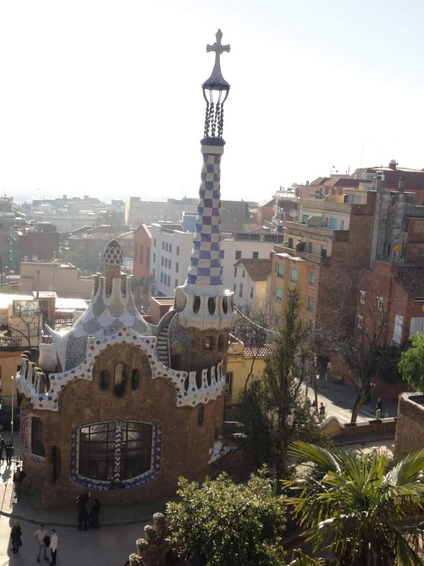 Poppenkasthuisje in het park Guel van Gaudi