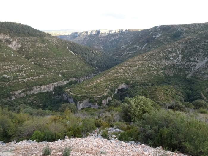 Slingerende vallei in de Causses en Cevennes