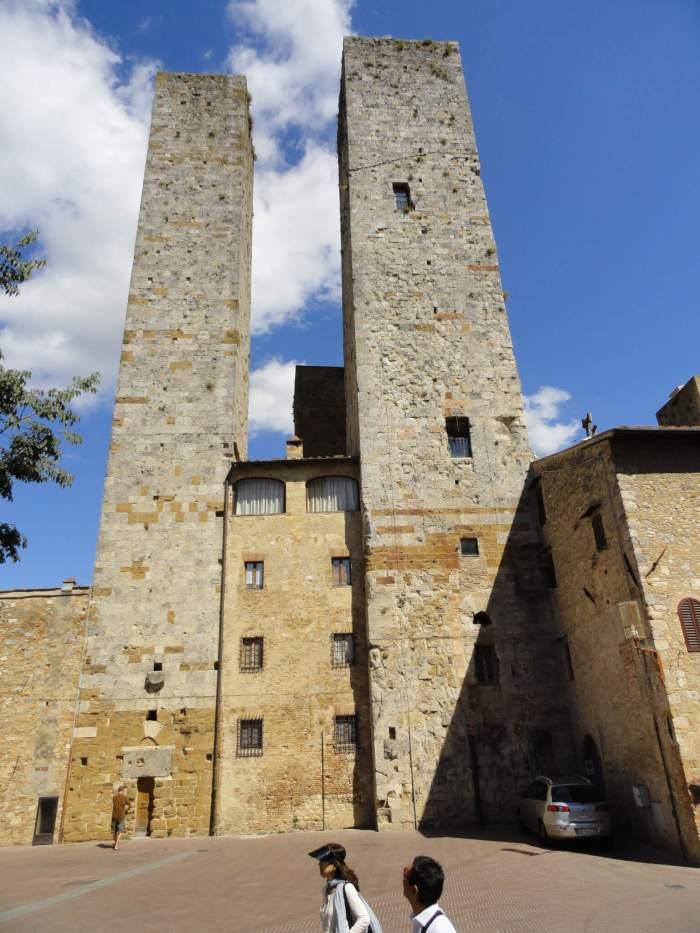 Twin towers in San Gimignano, wolkenkrabbers uit de middeleeuwen