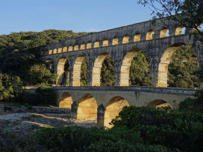 Romeins aquaduct Pont du Gard in middagzon