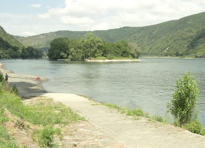 Romantiek is ook een eiland in het midden van de Rijn omringd door glooiende heuvels