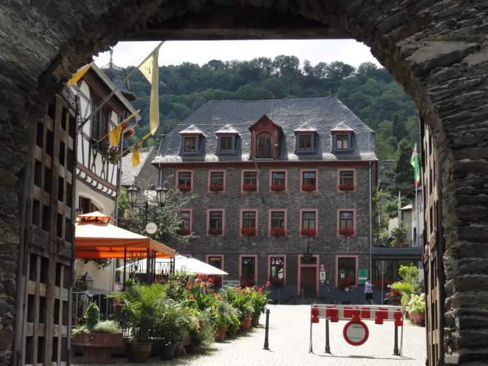 Toevluchtsoord van de Romantiek, het Duitse stadje Oberwesel hier gezien vanaf de stadspoort