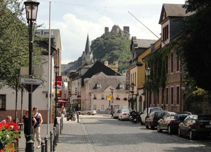 Middeleeuwse straatjes en een burcht boven de stad, Duitse Romantiek zoals het hoort
