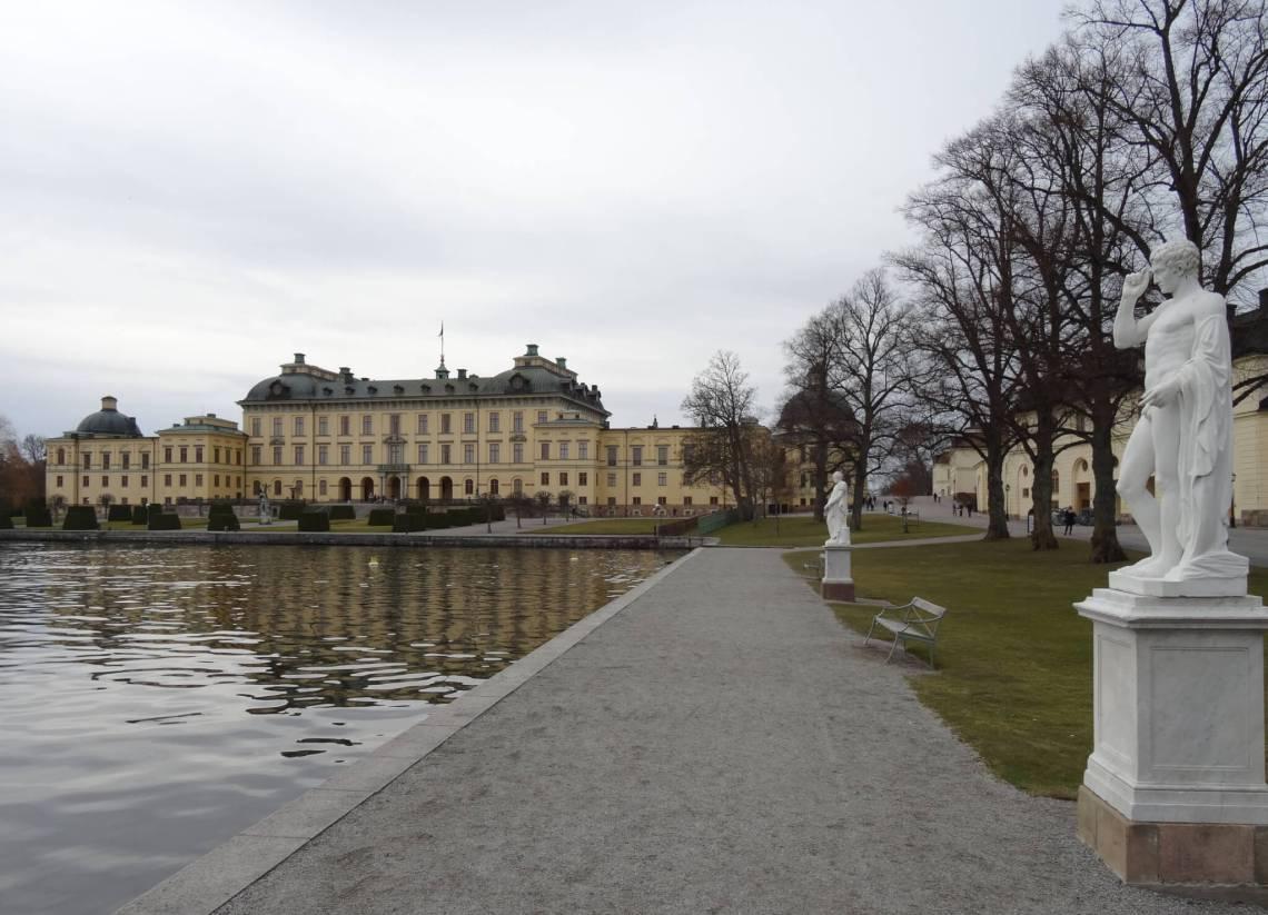 Koninklijk paleis Drottningholm aan het water