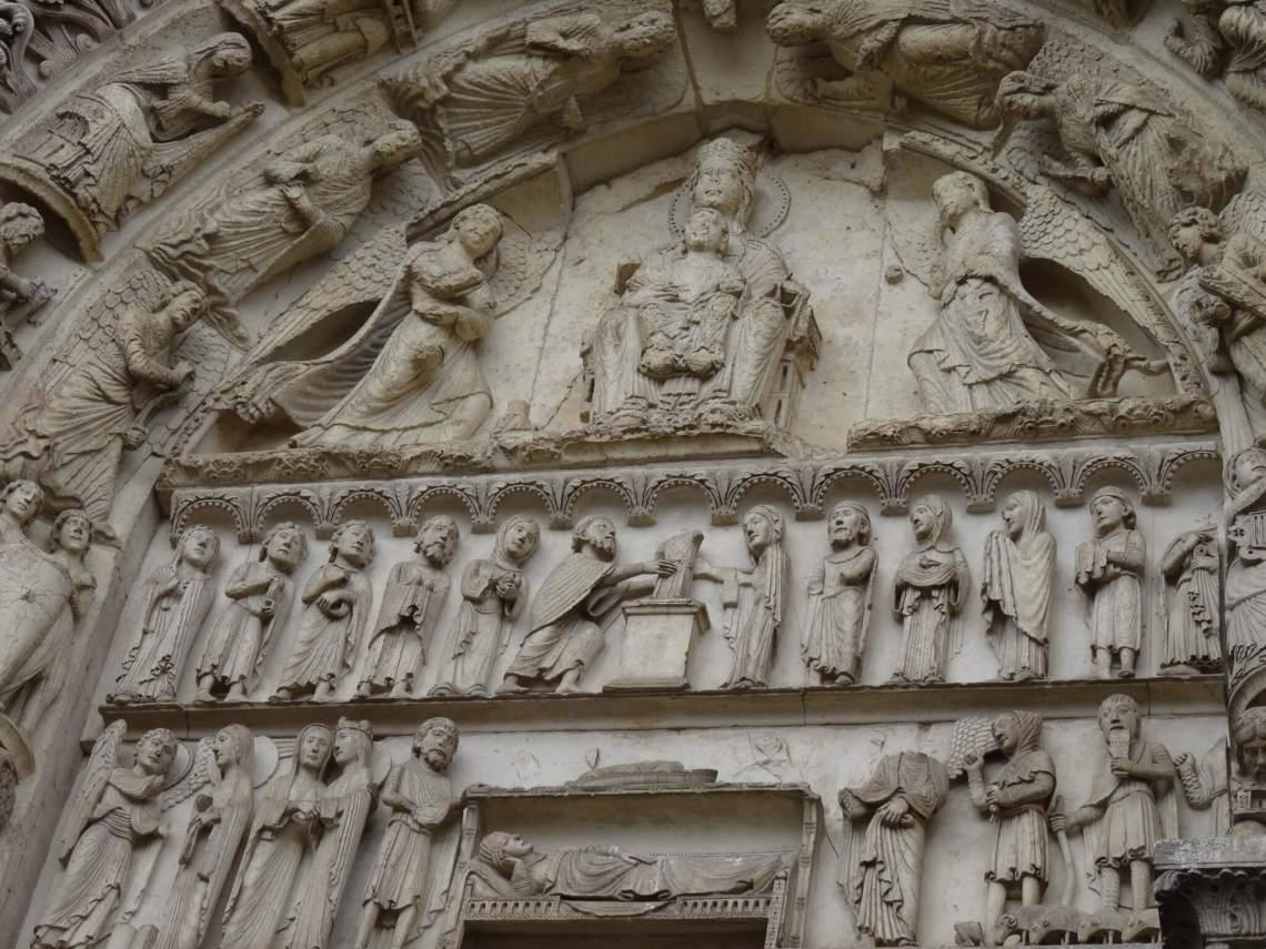 Timpaan kathedraal Chartres met Maria en kind in het midden