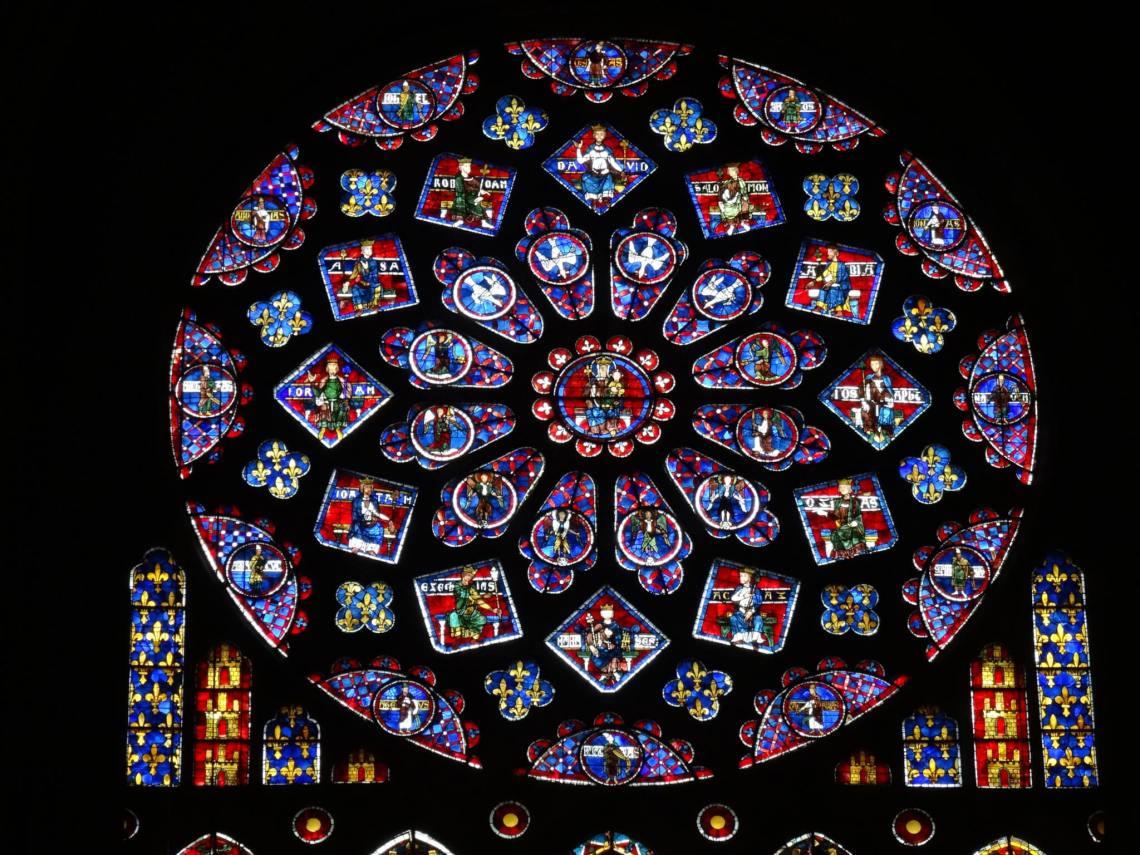 Roosvenster in kathedraal van Chartres