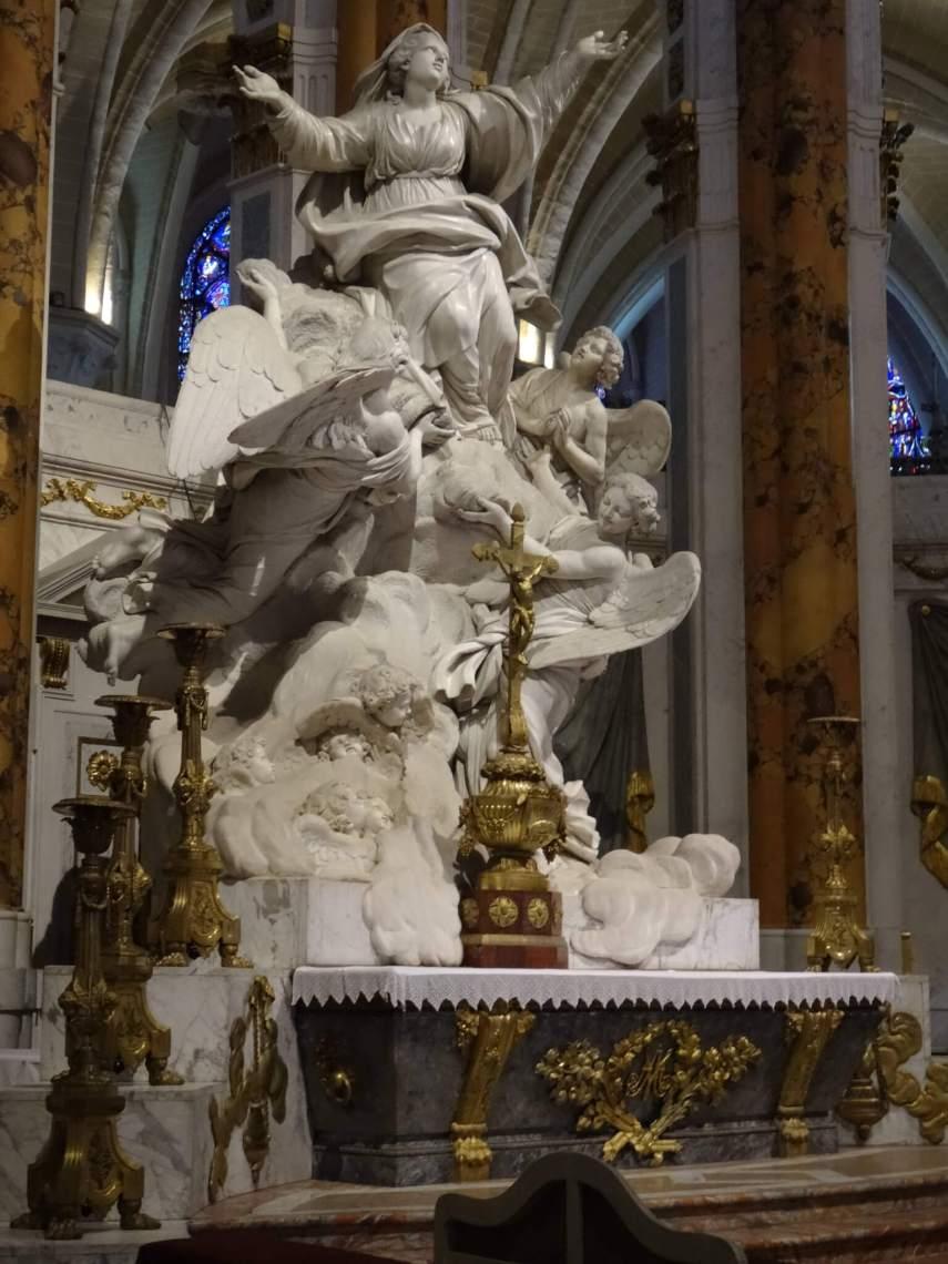 Barok beeld van Maria's hemelvaart