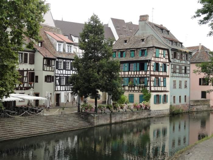 Romantisch Straatsburg met vakwerkhuizen en binnenwater