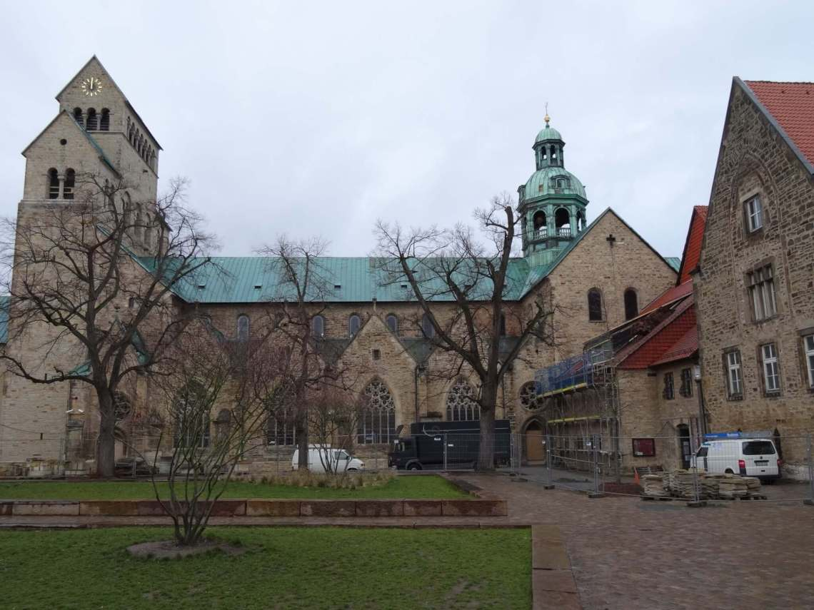 Zijaanzicht Domkerk Hildesheim
