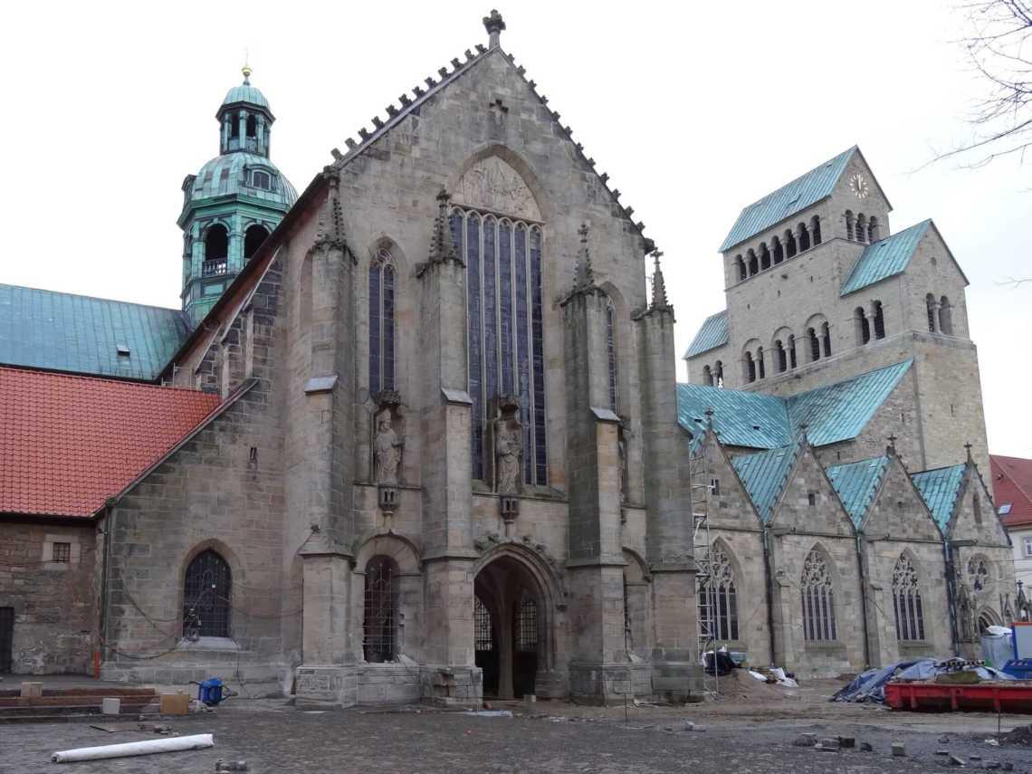 Domkerk Hildesheim met kapellen en westwerk