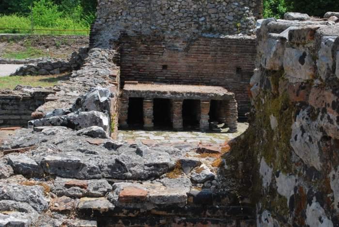 Romeinse overblijfselen van badhuis in Butrint