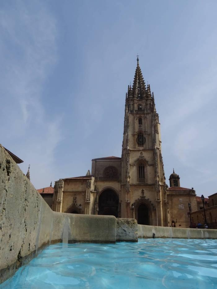Voorzijde kathedraal Oviedo