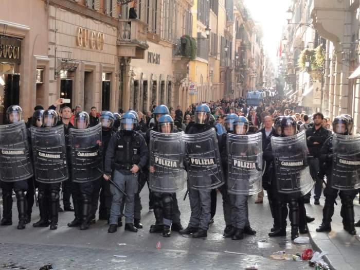 barbaren in Rome, Italiaanse me maakt zich klaar voor de aanval